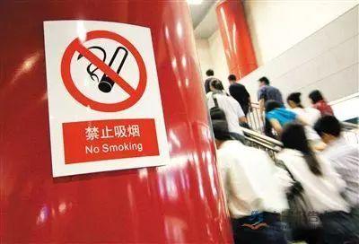 """劝阻公共场所吸烟者反遭暴打 谁该为""""较真者""""撑腰?"""
